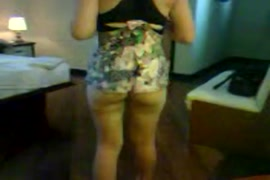 Eliana mostrando a buseta raspadi