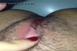 Peitudas de blusinha porno
