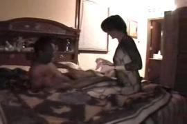 Novinhas de mini blusa com os peitos bicudos no youtube